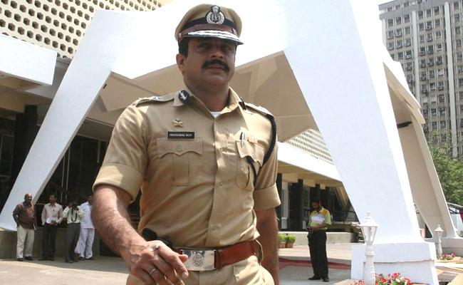 Former Maharasahtra ATS Chief Himanshu Roy Shoots Himself - Sakshi