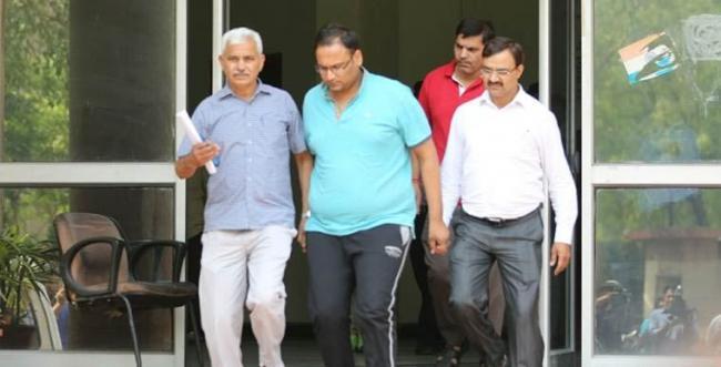Arvind Kejriwal's Relative Vinay Bansal Arrested In A Corruption Case - Sakshi
