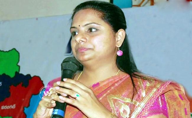 MP Kavitha Distributed Rythu Bandhu Checks In Nizamabad - Sakshi