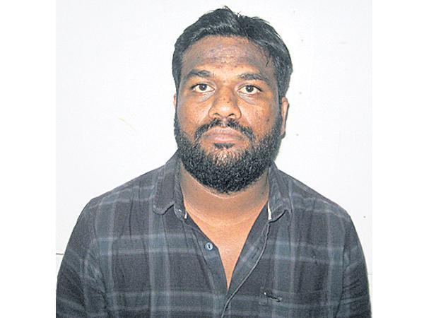 Man arrested in hyderabad over cheating job aspirants - Sakshi
