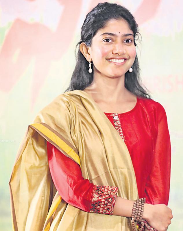 Sai Pallavi to play an auto driver in Dhanush Maari 2? - Sakshi