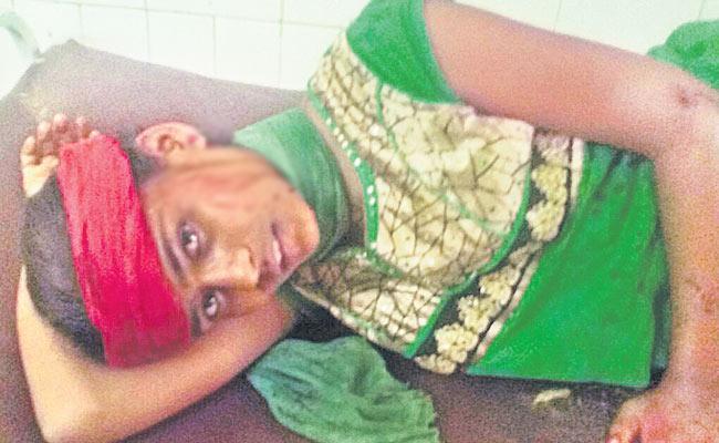 Three Injured In Road Accident - Sakshi
