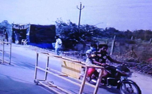 Theft Couple Arrested - Sakshi