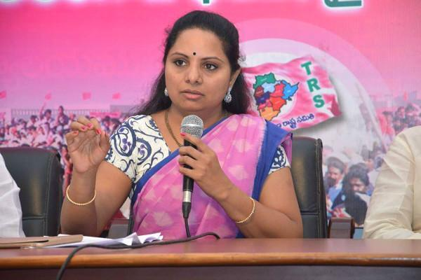 MP Kavitha Says About Karnataka Politics - Sakshi