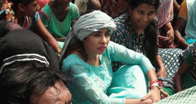 Actress Sri Reddy Supports To Local Peoples Protest At Yerragondapalem - Sakshi