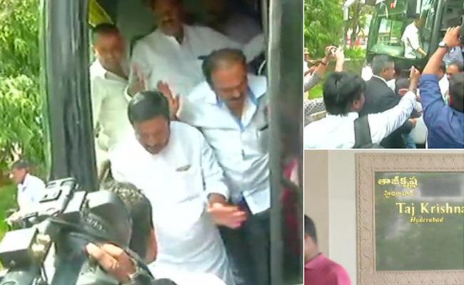 Congress-JDS MLAs Reaches Hotel In Hyderabad - Sakshi