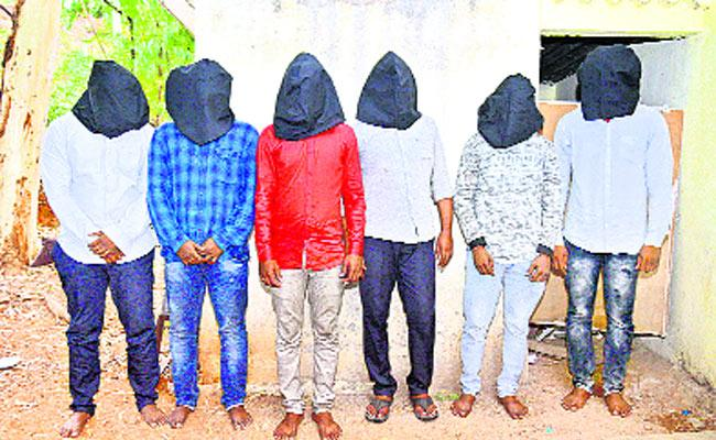 A gang of kidnappers arrested - Sakshi