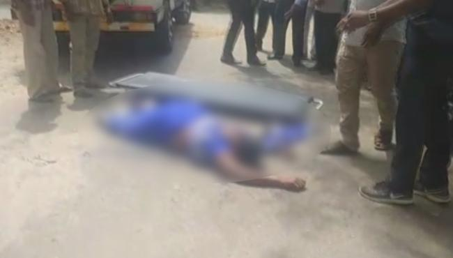 Woman Commits Suicide In Kurnool Collectorate - Sakshi