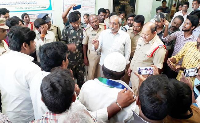 YSRCP Leaders Fires On TDP Leaders - Sakshi