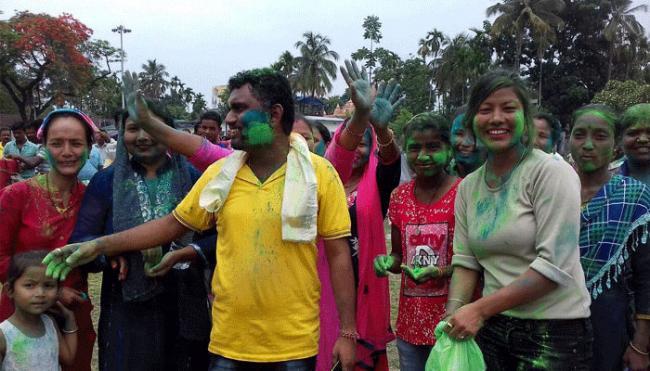 West Bengal panchayat election Trinamool Congress huge success - Sakshi