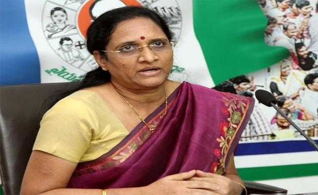 Vasireddy Padma Fires On Chandrababu Over TTD Issue - Sakshi