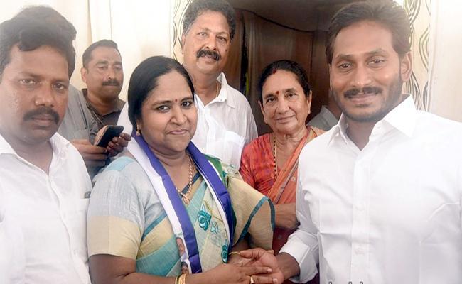Gopalapuram Ex MLA Maddala Sunitha Joins YSRCP - Sakshi