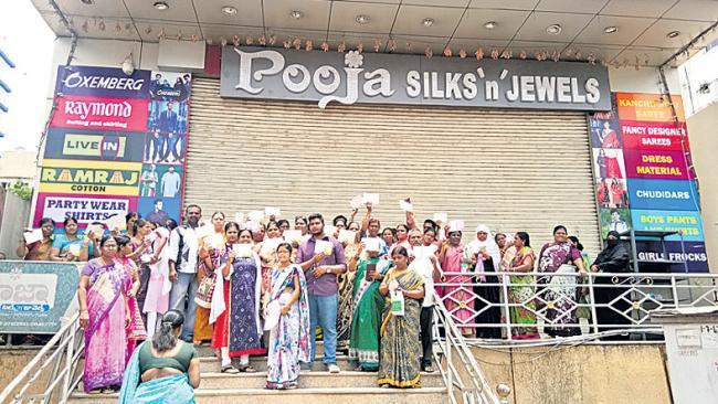 Pooja Silks Lucky Draw Fraud - Sakshi