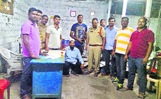 Gupta Nidhi Mining Gang Arrested - Sakshi