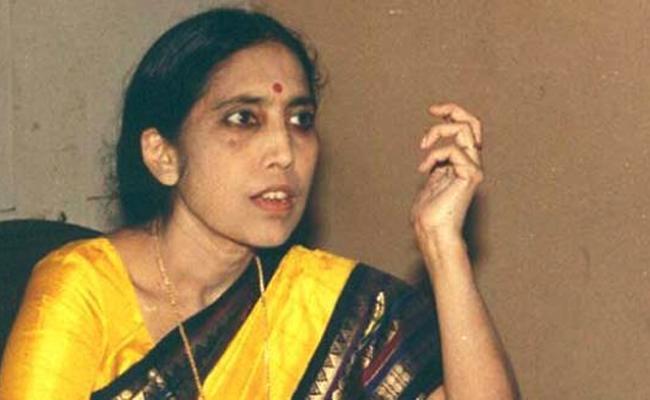 Novelist Yaddanapudi Sulochana Rani passes away in California - Sakshi