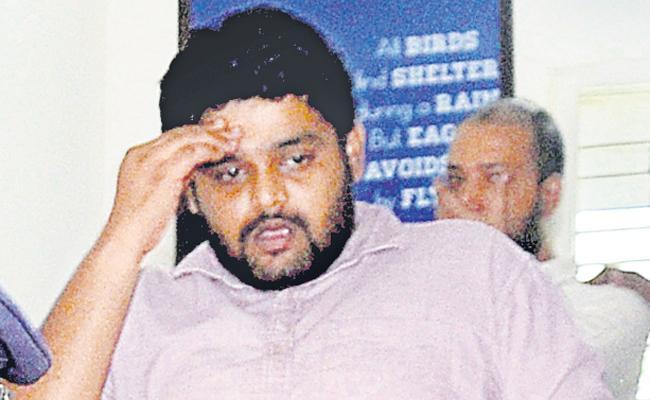 Discount Sale Of Car Fraud Case Akash Arrested At Hyderabad - Sakshi