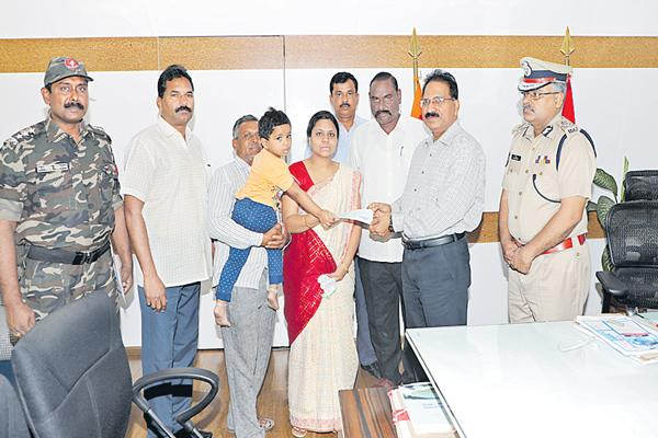Financial assistance to sushils family - Sakshi