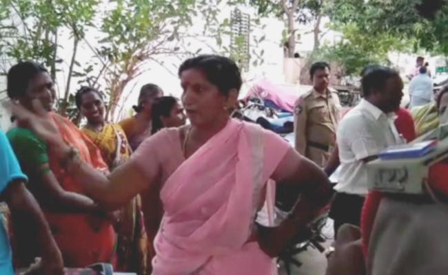High Tension At Tadepalli - Sakshi