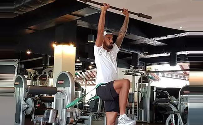 KL Rahul Accepts Virat Kohlis Fitness Challenge - Sakshi