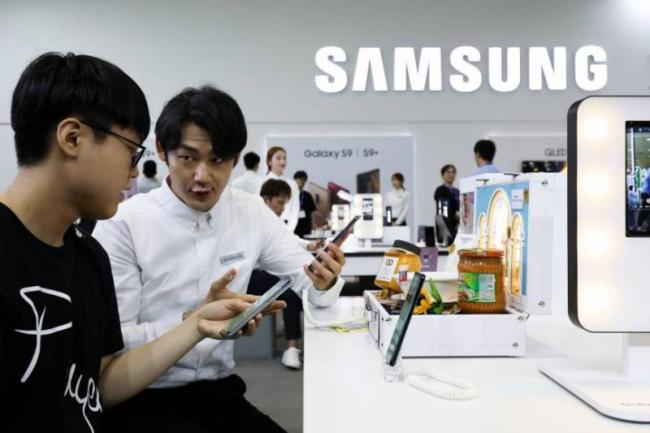 Jury orders Samsung to pay Apple USD 533 million in iPhone case - Sakshi
