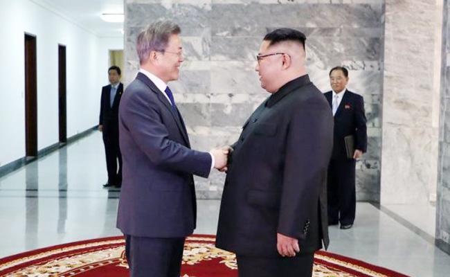 In A Surprise Visit Moon Jae-in meets Kim Jong Un - Sakshi