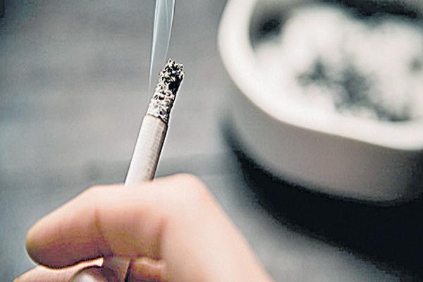 Smoking Is danger to the Leg Muscles - Sakshi