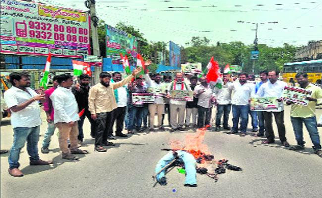 Protest against hike in petrol prices - Sakshi