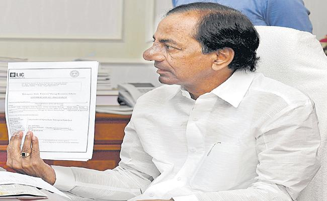 CM KCR Announce Rs 5 Lakh Life Insurance For Farmers - Sakshi