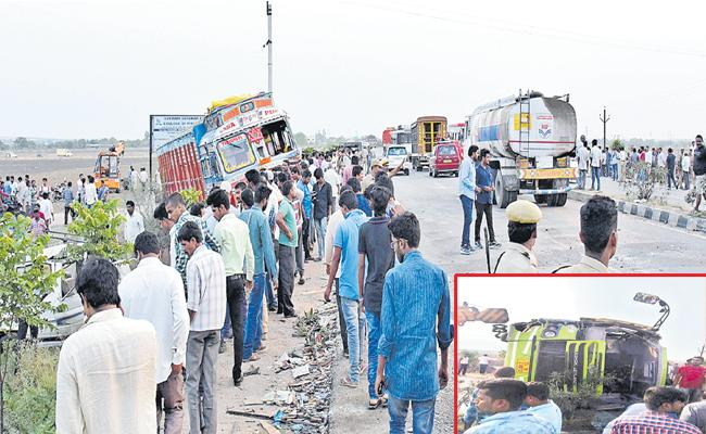 11 People Died As Four Vehicles Collision In Siddipet - Sakshi