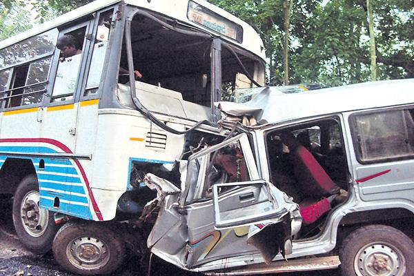 Road accedents with overtake in wrong routs - Sakshi