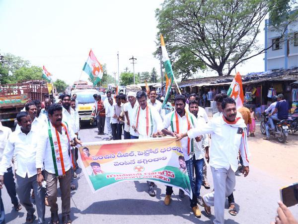 Congress Leaders Protest In Warangal - Sakshi