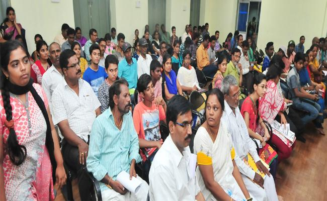 Students Confused In Eamcet Counselling Centre Chittoor - Sakshi