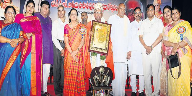Rich tributes paid to NT Rama Rao on his birth anniversary - Sakshi