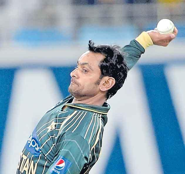 Pakistan Hafeez cleared to bowl after remodelling action - Sakshi