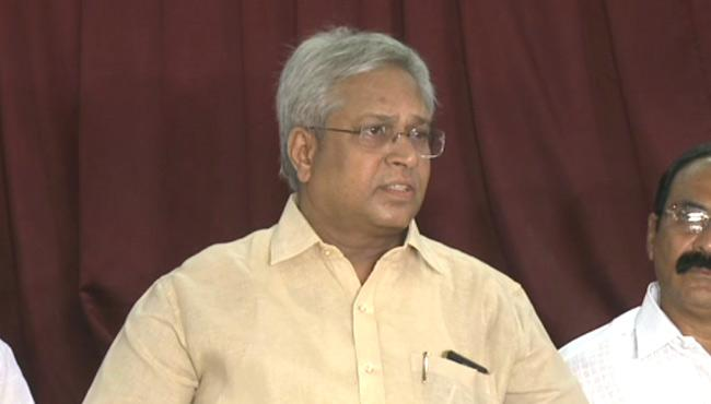 Undavalli Aruna Kumar Praised YS Jagan And Slams Chandrababu - Sakshi
