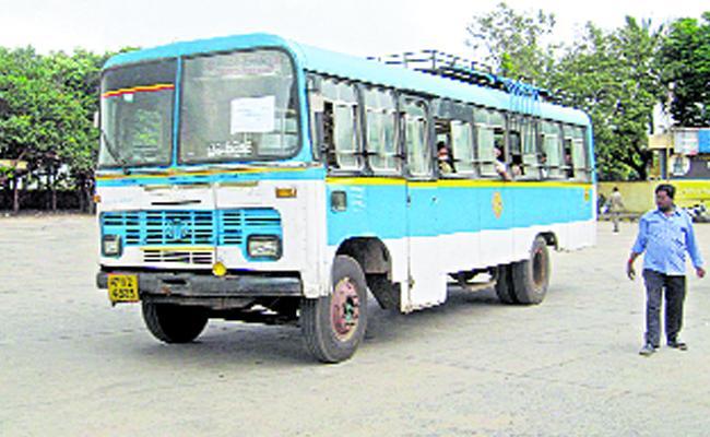 Rental Burden On Tirupati RTC - Sakshi
