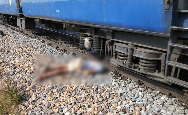 Youth Commits Suicide At Railway Station In Wanaparthy District - Sakshi