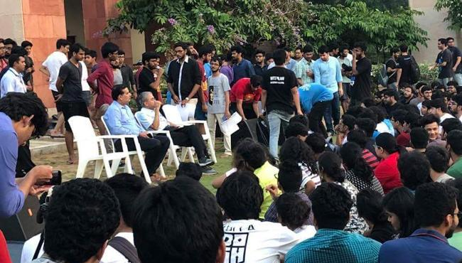 BITS Students Protest Over Fee Hike In All Campuses - Sakshi