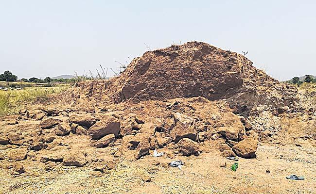 Three Women Died While Working In Upadhi Hamee Scheme At Jagtial  - Sakshi