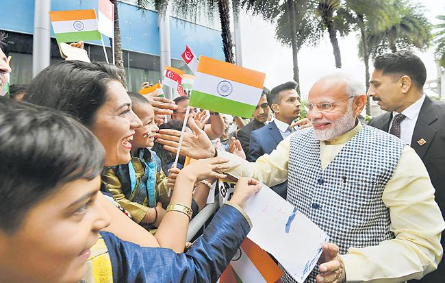 PM Modi Launches Indian Digital Payment Apps In Singapore - Sakshi