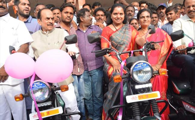 MP Kavitha Distributed Bikes To Fisherman's At Nizamabad - Sakshi