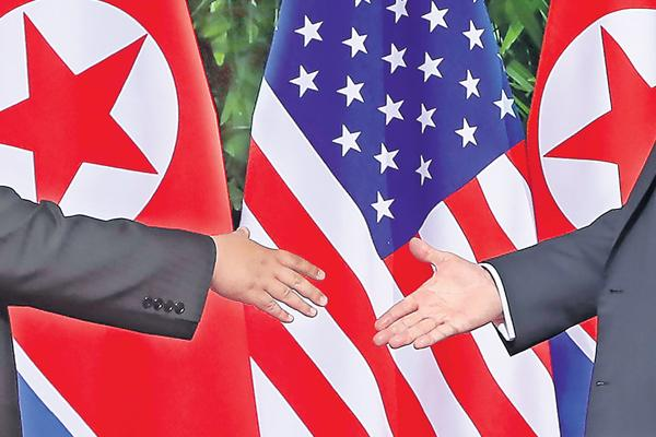 Donald Trump, Kim Jong-un meet face-to-face - Sakshi