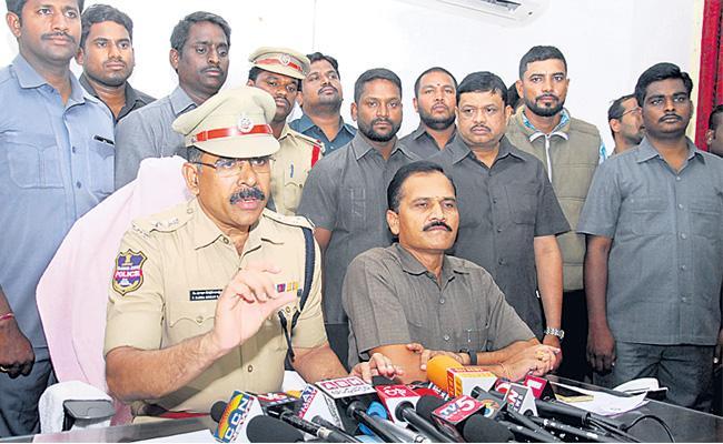 Man Cheated By Using Prank Paytm App At Hyderabad - Sakshi