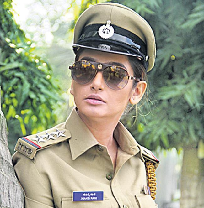 Real Dandupalya Telugu Movie Trailer Release - Sakshi