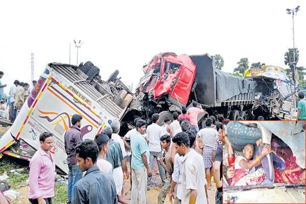 Huge Road accident At Vizianagaram - Sakshi