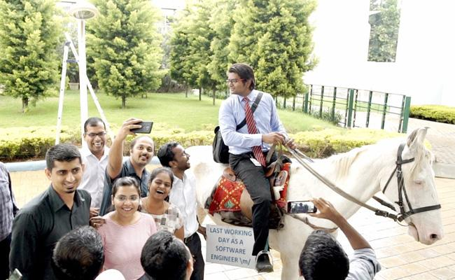 Bangalore Techie Fed Up With Traffic And Takes Horse Ride - Sakshi