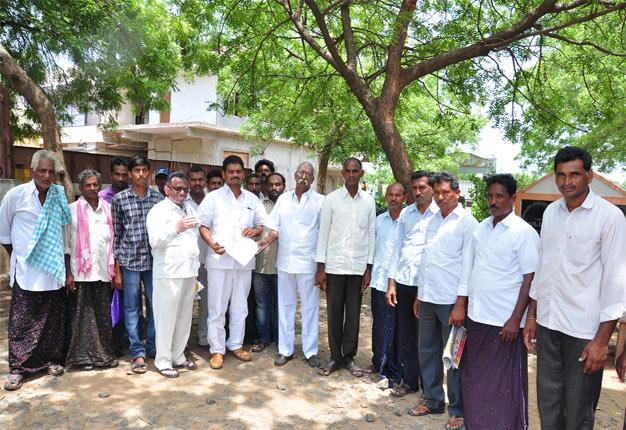 Justice To The Affected Farmers - Sakshi
