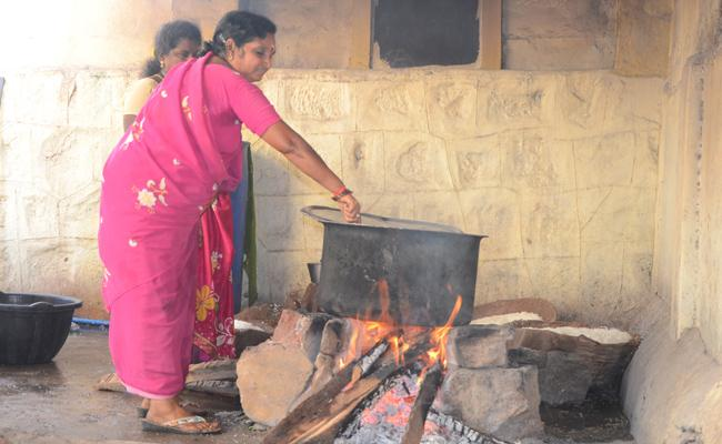 AP Govt Trying Removes Midday Meal Cooking Agency West Godavari - Sakshi