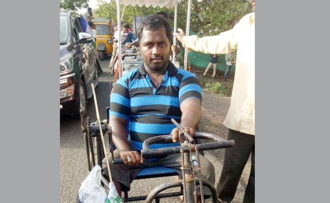 People Sharing Their Sorrows To YS Jagan In Praja Sankalpa Yatra - Sakshi