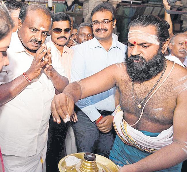 Nobody can touch me at least till Lok Sabha polls - Sakshi